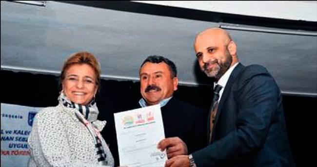 İyi tarım uygulaması kursiyerlerine sertifika