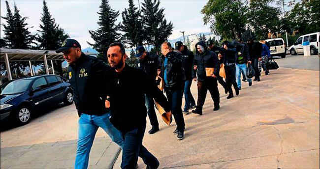 Antalya'da biri Suriyeli 8 DAEŞ'li yakalandı