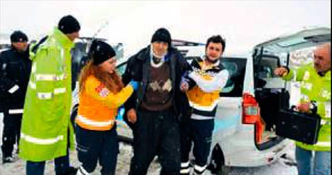 Elmadağ'da otobüs devrildi: 25 yaralı