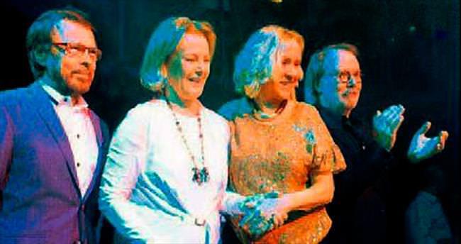 ABBA sekiz yıl sonra bir arada