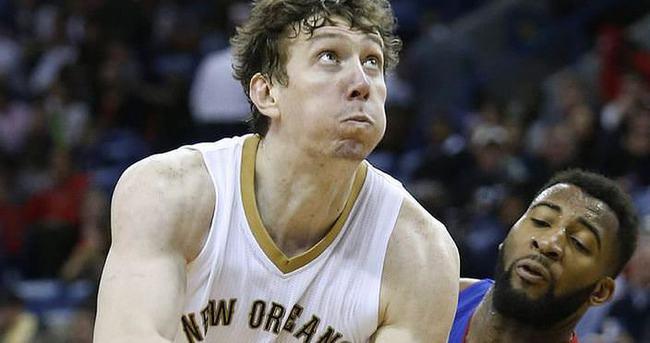 Aşık'ın takımı Pelicans, İlyasovalı Pistons'ı yendi