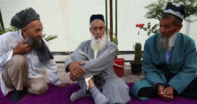 Tacikistan 13 bin kişinin sakalını zorla kesti