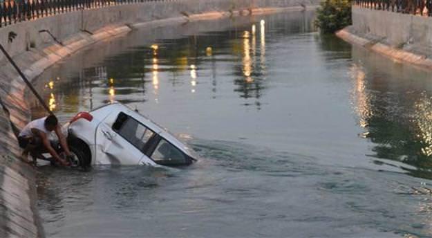 Kaskodan para almak için otomobilini kanala attı