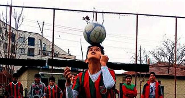 Birkan'ın futbolculuk hayali gerçek oldu