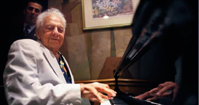 100 yaşında hâlâ piyano çalıyor