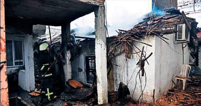 Yarım asırlık evleri yandı