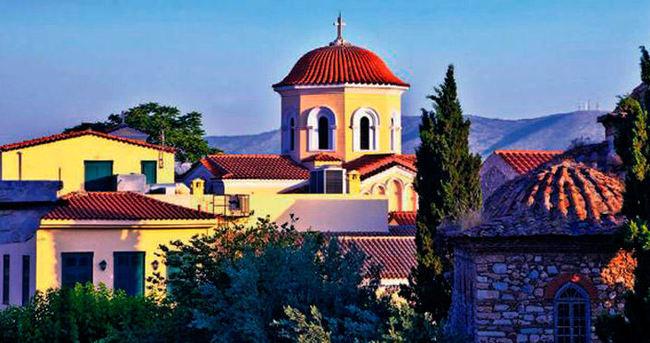 Yanı başımızda ve çok güzelsin Atina