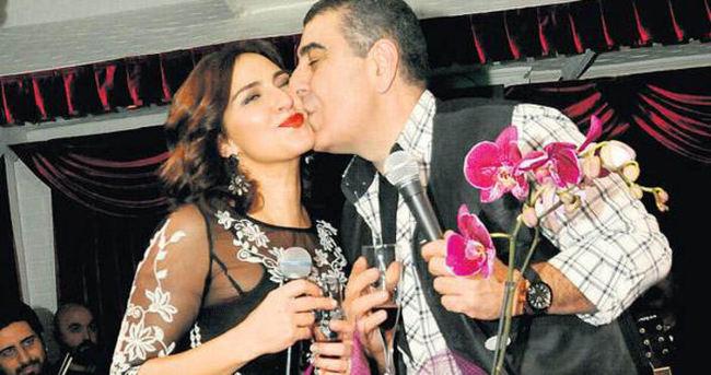 28. evlilik yıldönümlerini sahnede kutladılar