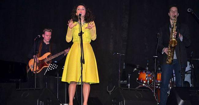 Müziğiyle Türk kültürünü tanıtıyor
