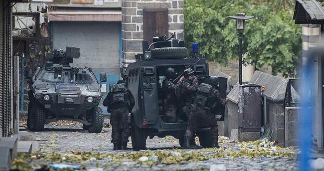 Diyarbakır Sur'da 2 polis yaralandı
