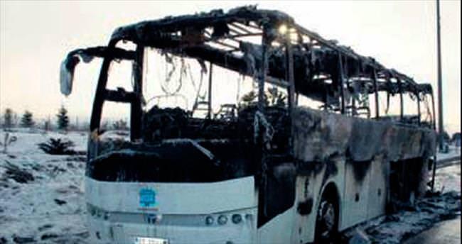 Yolcu otobüsü otobanda kül oldu