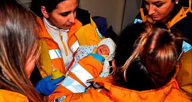 Evlerin zillerine bastı bebegini brakp kaçtı