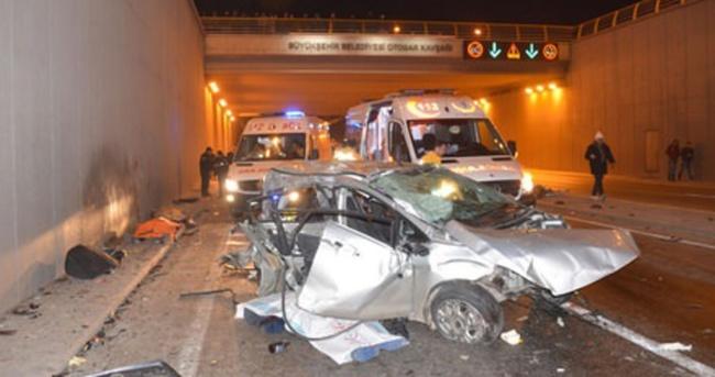 Otomobil ile yolcu minibüsü çarpıştı: 3 ölü, 1 yaralı