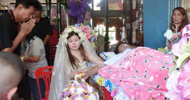 Taylandlı, ölen nişanlısıyla evlendi