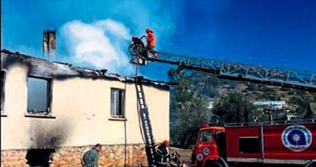 Alanya'da ilkokul ek binası yandı