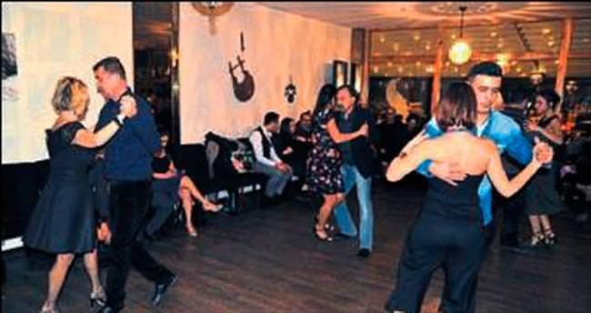 Gramafon eşliğinde unutulmaz tangolar