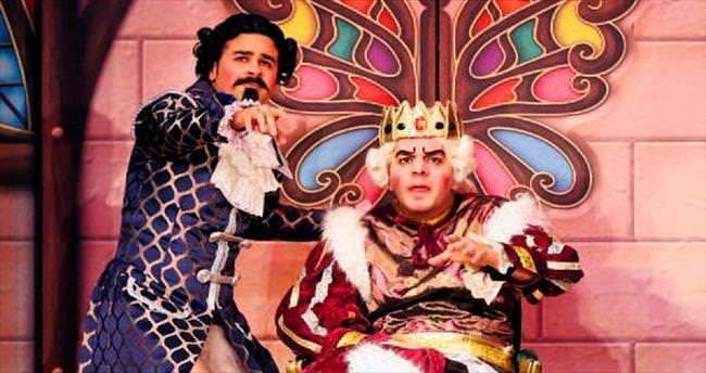 Minik tiyatroseverler 'Kral Çıplak' dedi