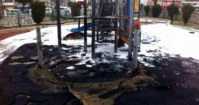 Oyun parkını yakan çocuklar yakalandı