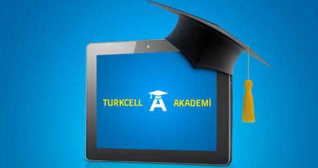 Görme engellilere online eğitim Turkcell Akademi'de