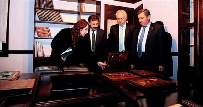 Vali ve başkan Sıtkı Usta Çini Müzesi'ni gezdi