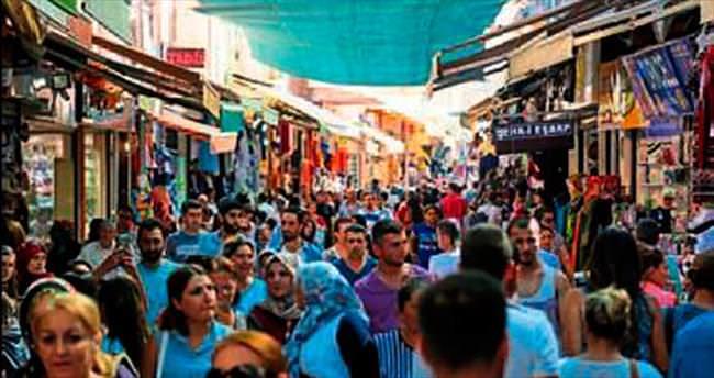 İzmir'de kadın sayısı erkekten fazla çıktı