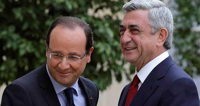 Hollande, Ermenilere sözde soykırım yasası sözü verdi