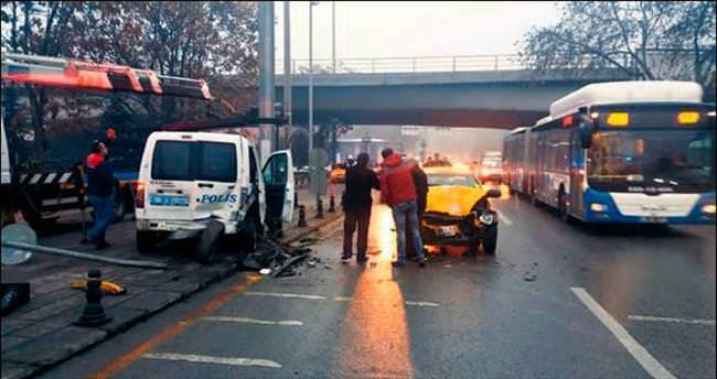 Başkentte polis aracı kaza yaptı
