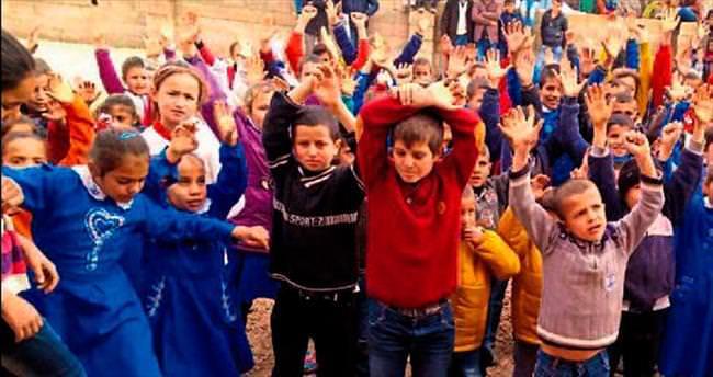 Gündoğdu'lu öğrencilerden kıyafet yardımı