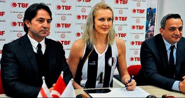 Yelena Leuchanka YDÜ'ye imzayı attı