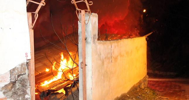 Önce metruk ev, sonra kömürlüğü yandı