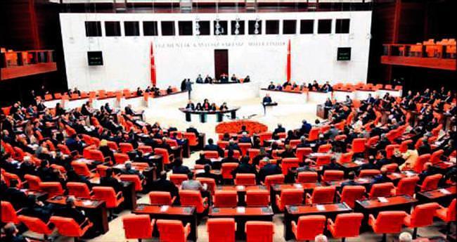 Siyasi partiler anayasa masasına oturuyor