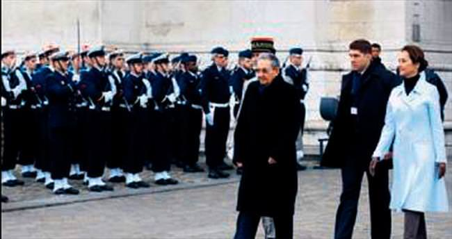 Raul Castro Paris'te
