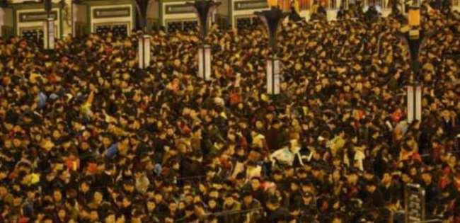 Çin'de 100 bin kişi garda mahsur kaldı
