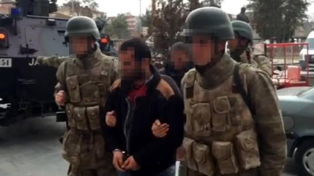 Diyarbakır'da tutuklanan teröristlerden biri 'canlı bomba' çıktı