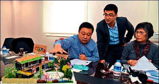 Orkide ve oyuncak ile Tayvan bahçesi