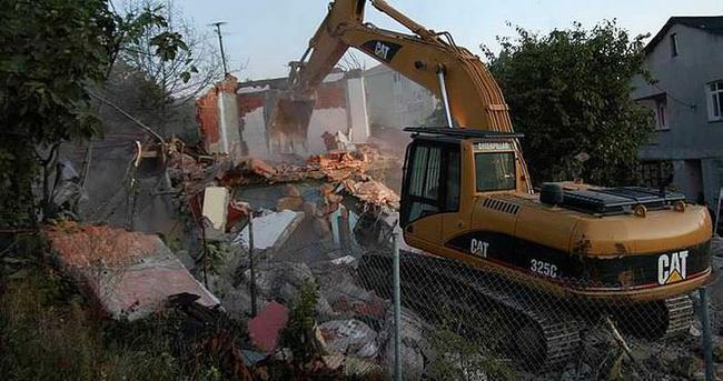 Ataşehir'de gecekondu yıkımı