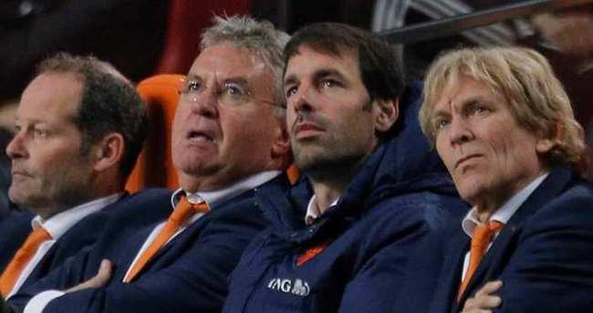 Nistelrooy görevini bırakıyor