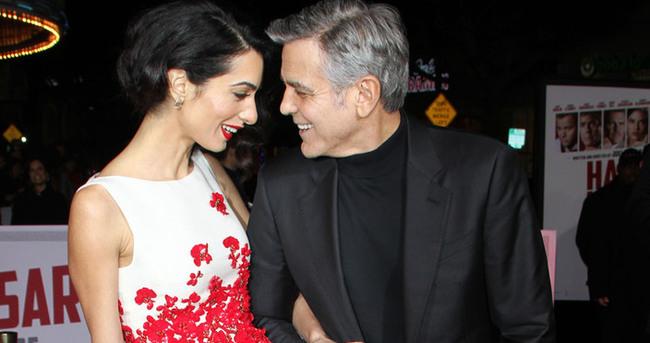 George-Amal Clooney çiftinden romantik poz