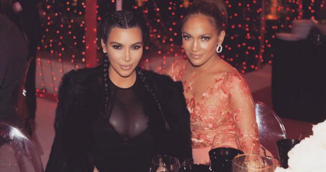 Kim Kardashian: Dev göğüslerimden nefret ediyorum