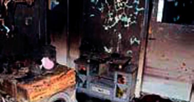 Engelli genç yanan evden zor çıkarıldı