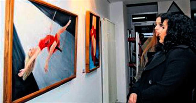'Kırmızılı Kadınlar' Çankaya'da açıldı