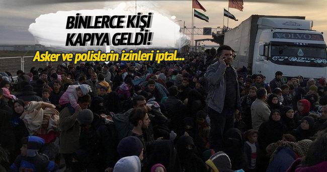 Ve ilk gruplar Türkiye sınırında...