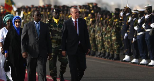 Erdoğan Senegal'de resmi törenle karşılandı
