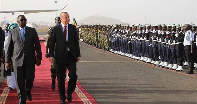 Senegal'de Cumhurbaşkanı Erdoğan için özel karşılama töreni