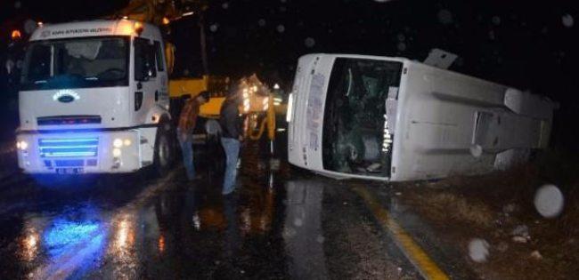 Yolcu midibüsü kaza yaptı: 26 yaralı