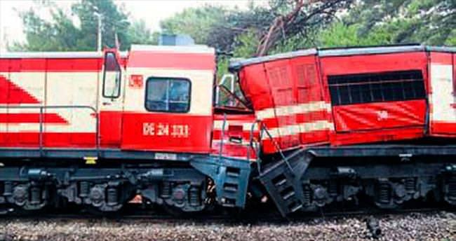 Akhisar'da tren kazası: Makinistler yaralandı