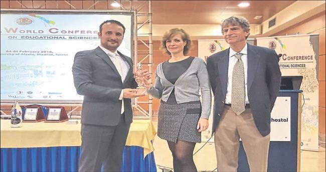 Yenilikçi Eğitim Lideri ödülü İrfan Günsel'e