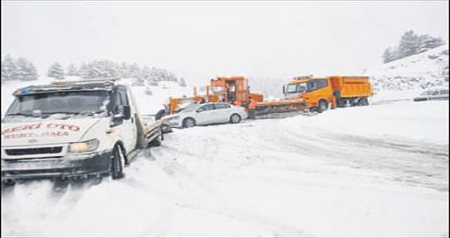 Konya yolunda karla mücadele