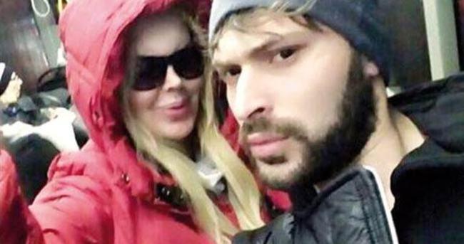 Ünlü şarkıcıdan metrobüs selfiesi
