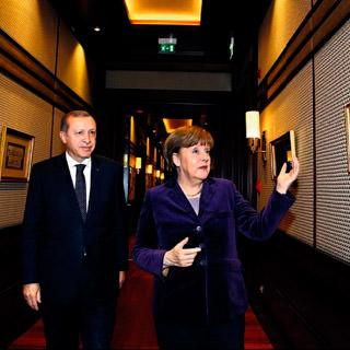 Merkel'den Erdoğan'a hat sorusu